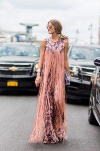 stylizacja pastelowa suknia z frędzlami