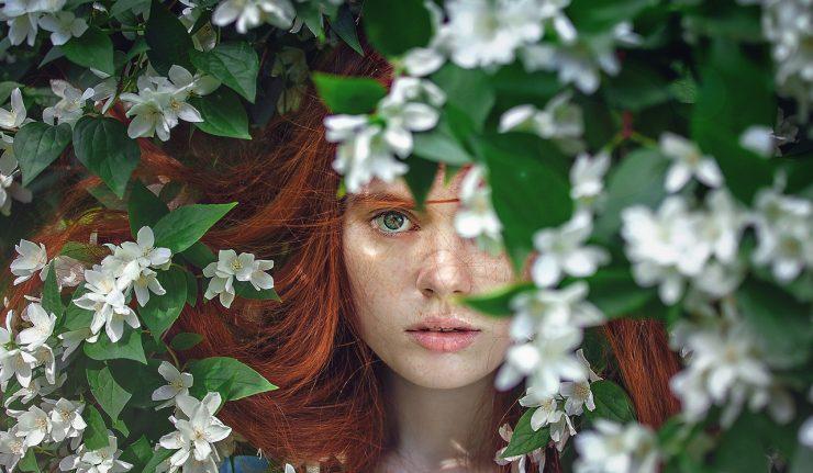 pielęgnacja naturalnych rudych włosów po zimie