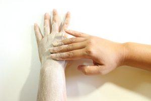 złuszczanie skóry latem