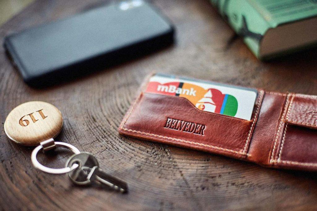 brązowy portfel slim